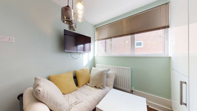 3 Bedrooms Flat for rent in Limerick Close, SW12