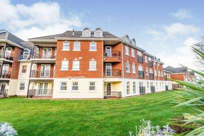 2 Bedrooms Flat for sale in Sunningdale Court, Lytham St Anne's, Lancashire, England, FY8