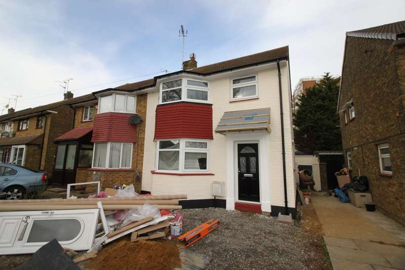 3 Bedrooms Semi Detached House for rent in Newington Avenue, Southend on Sea, Essex, SS2 4RD