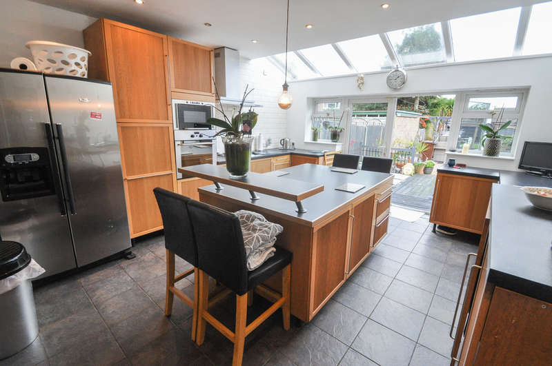 4 Bedrooms Detached House for sale in Thorington Avenue, Daws Heath