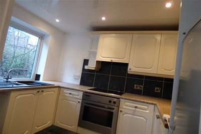 2 Bedrooms Flat for rent in Daisyfield Court, Bury