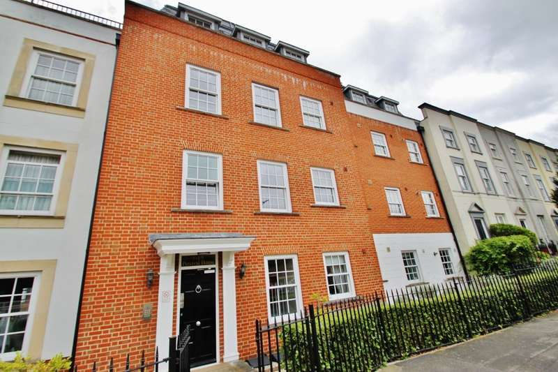 2 Bedrooms Flat for rent in High Road, Woodford Green
