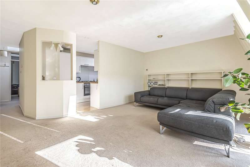 2 Bedrooms Flat for rent in Elm Court, Elm Road, Winchester, Hampshire, SO22