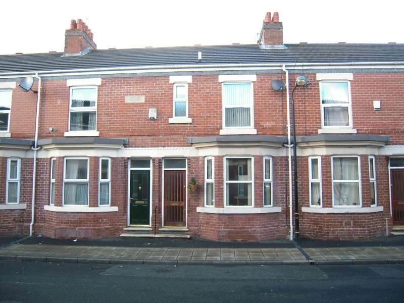 3 Bedrooms Terraced House for rent in Pemberton Street, Old Trafford, Manchester, M16