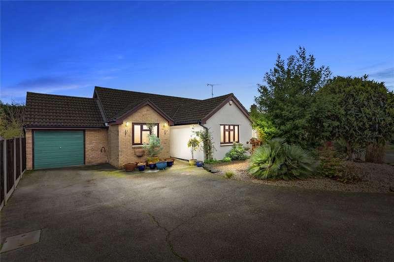 3 Bedrooms Detached Bungalow for sale in Twin Oaks, Chelmer Village, Essex, CM2