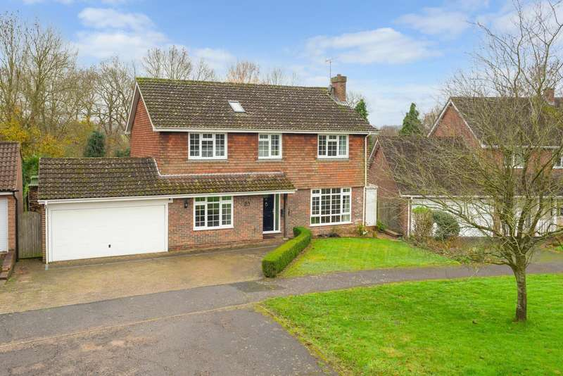 4 Bedrooms Detached House for sale in Copper Tree Court, Loose, Maidstone, ME15