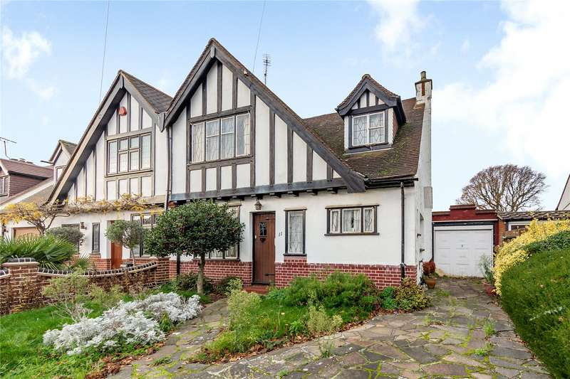 3 Bedrooms Semi Detached House for sale in Leasway, Upminster, RM14