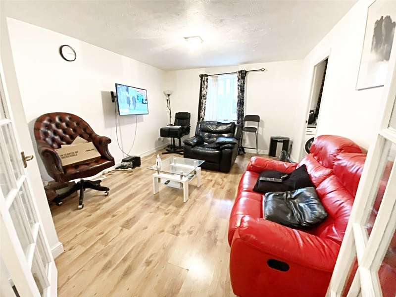 2 Bedrooms Apartment Flat for rent in Martini Drive, Enfield, EN3