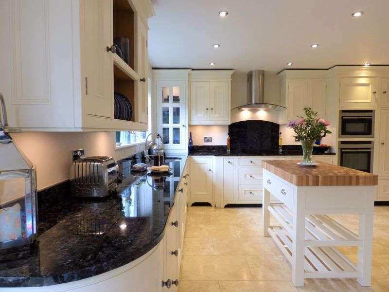 5 Bedrooms Property for sale in Lindbergh Avenue, Lancaster