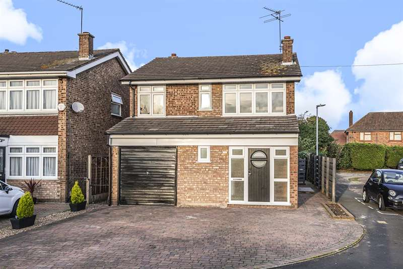 4 Bedrooms Detached House for sale in Harrier Close, Hornchurch, RM12 5LR