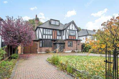 4 Bedrooms Detached House for sale in Birchwood Road, Petts Wood, Orpington