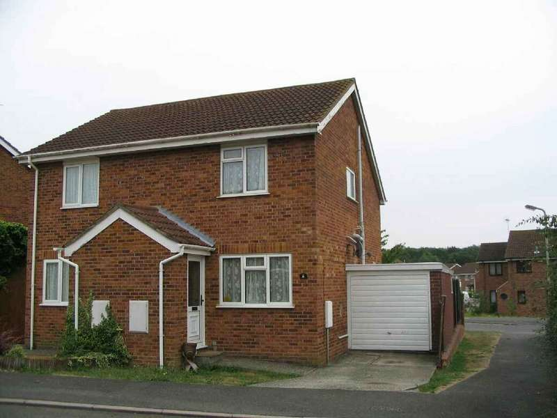 2 Bedrooms Semi Detached House for rent in Newlands, Ashford, TN23