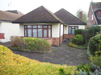 3 Bedrooms Bungalow for sale in Rayleigh, Essex, .