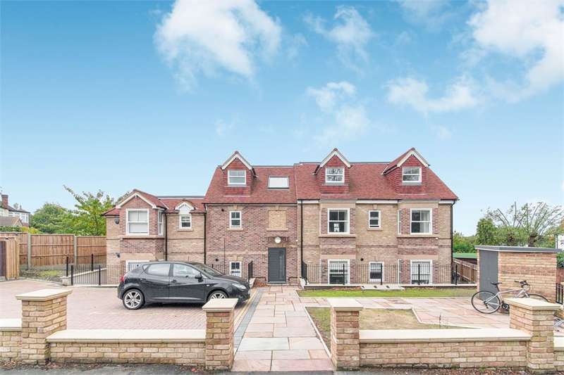 2 Bedrooms House for rent in Whitehall Road, Woodford Green, IG8