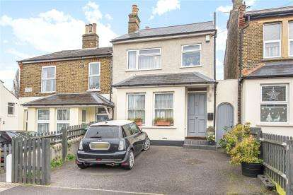 3 Bedrooms Semi Detached House for sale in Avenue Road, Beckenham