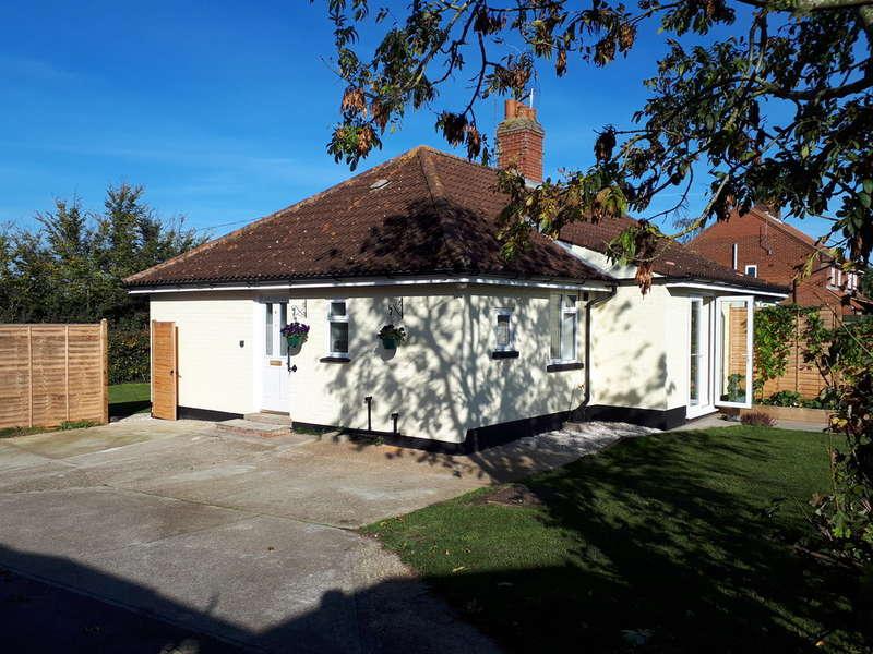 2 Bedrooms Semi Detached Bungalow for sale in Halesworth Road, Walpole, Halesworth