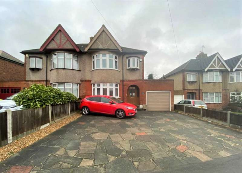 3 Bedrooms Semi Detached House for sale in Brentwood Road, Romford