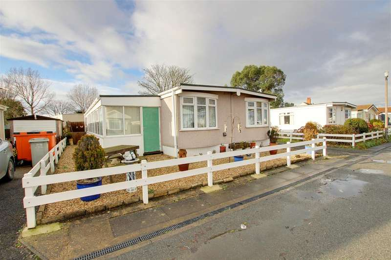 3 Bedrooms Mobile Home for sale in Seahaven Springs, Mablethorpe