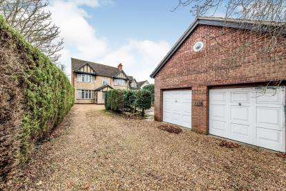 6 Bedrooms Detached House for sale in Kimbolton Road, Bedford, Bedfordshire