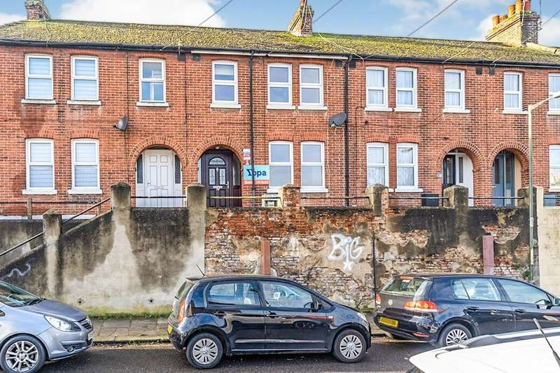 3 Bedrooms Property for rent in Dale Street, Chatham, ME4