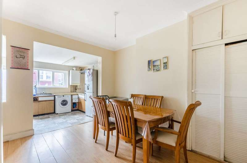 3 Bedrooms Terraced House for sale in Gassiot Road, Tooting, SW17