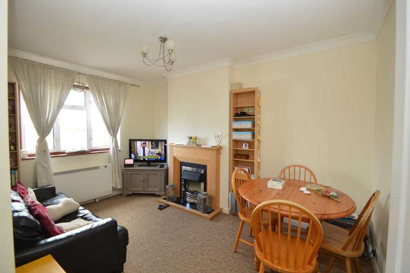 2 Bedrooms Apartment Flat for rent in NEW HAW