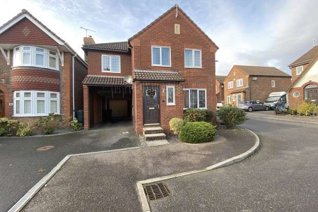 4 Bedrooms Detached House for sale in Mole Close, Pevensey, BN24