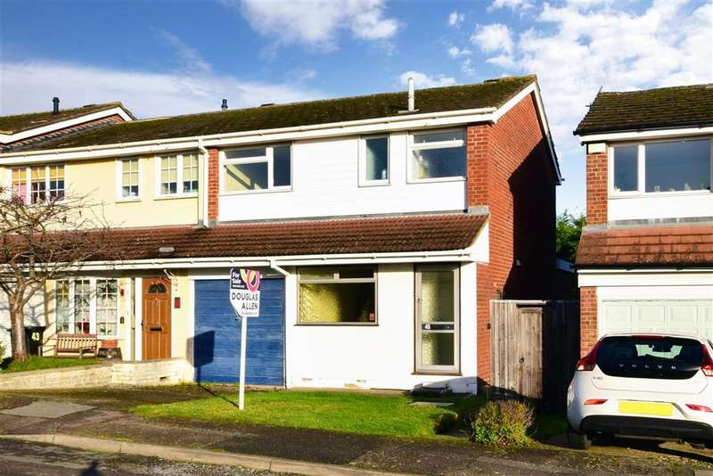 3 Bedrooms Semi Detached House for sale in High Meadows, , Chigwell, Essex