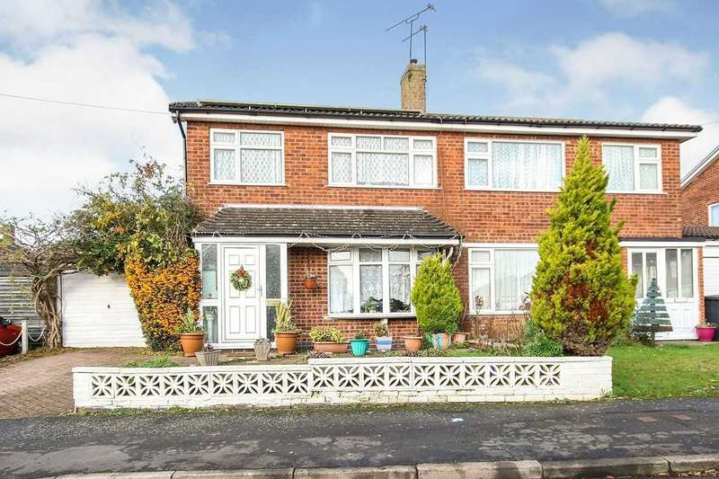 3 Bedrooms Semi Detached House for sale in Riddon Drive, Hinckley, Leicestershire, LE10