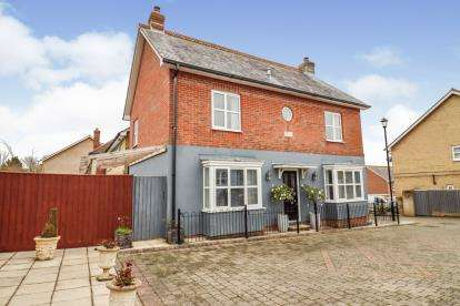 4 Bedrooms Detached House for sale in Freshwater, Isle Of Wight, .