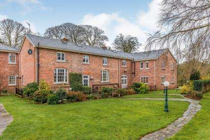 3 Bedrooms Terraced House for sale in Mere Hall, Warrington Road, Knutsford, Cheshire