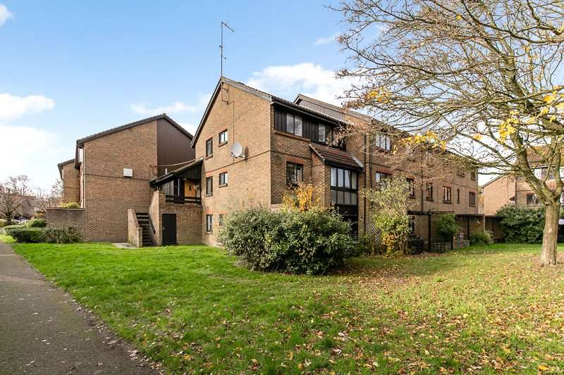 2 Bedrooms Apartment Flat for rent in Whitecroft, Horley, Surrey, RH6