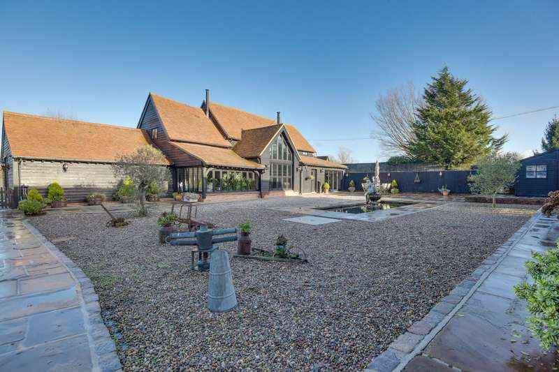 5 Bedrooms Detached House for sale in Attridges Farm, High Roding, Dunmow, CM6