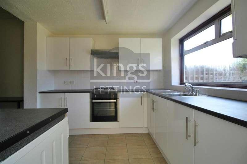 3 Bedrooms Semi Detached House for rent in Farr Road, Enfield, EN2