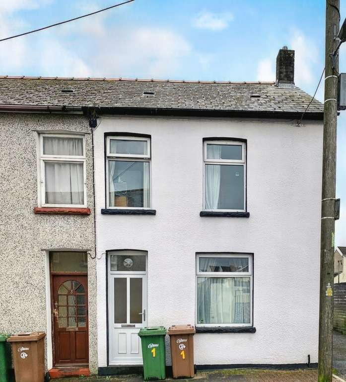 3 Bedrooms End Of Terrace House for sale in Donald Street, Nelson, Treharris