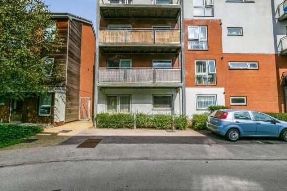 2 Bedrooms Flat for sale in Hyde Grove, Dartford, DA1