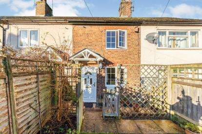 2 Bedrooms Terraced House for sale in Vicarage Road, Pitstone, Leighton Buzzard, Buckinghamshire