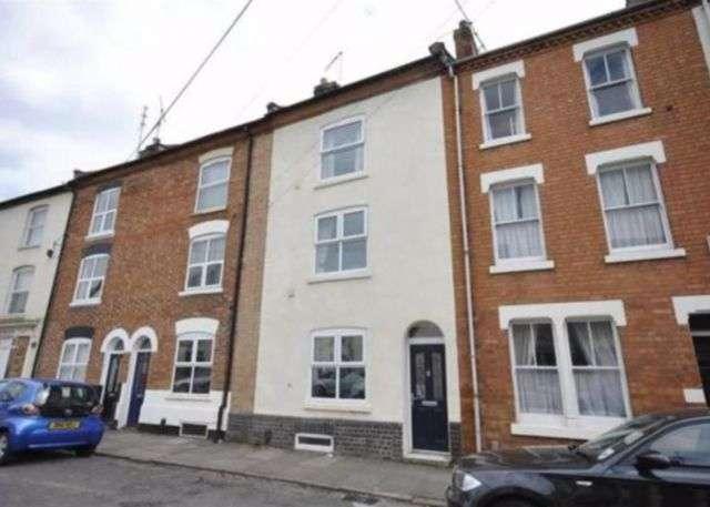 3 Bedrooms Property for rent in Hood Street, The Mounts, Northampton NN1 3QU
