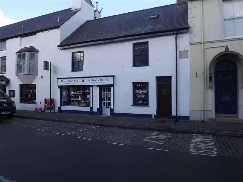 2 Bedrooms Shop Commercial for sale in Castle Street, Beaumaris, Anglesey