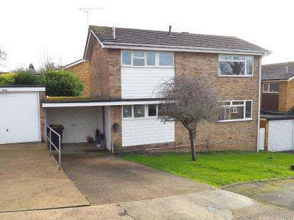3 Bedrooms Detached House for sale in Rayleigh, Essex, .