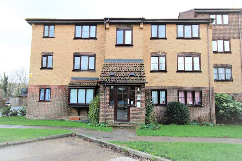Apartment Flat for sale in Conway Gardens, Grays, RM17