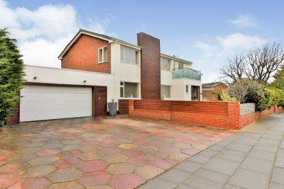 4 Bedrooms Detached House for sale in The Serpentine North, Blundellsands, Liverpool, Merseyside, L23