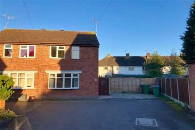 2 Bedrooms Semi Detached House for rent in Hinton Close ST17