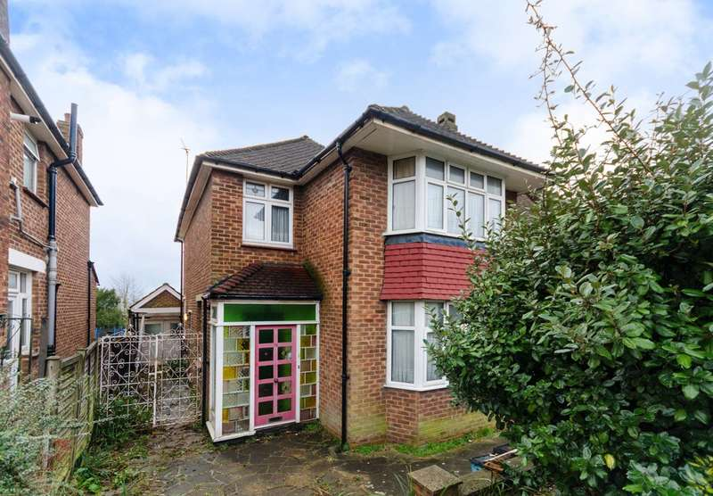 4 Bedrooms Detached House for sale in Waddington Way, Upper Norwood, SE19