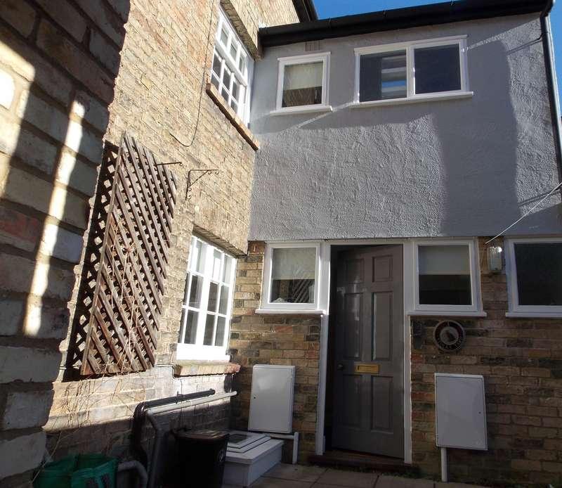 2 Bedrooms Terraced House for rent in Stocks Yard , Saffron Walden, Essex