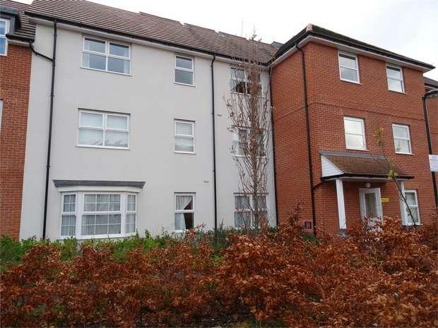 2 Bedrooms Flat for rent in Colebrook House, Ashville Way, Wokingham, Berkshire