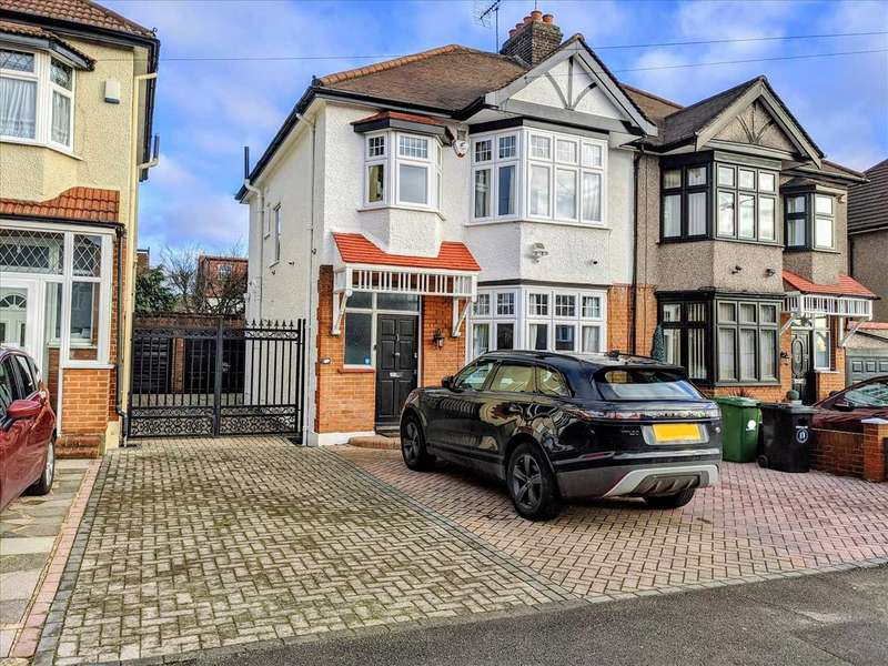 3 Bedrooms Semi Detached House for sale in Broadmead Road, Woodford Green, Essex, IG8