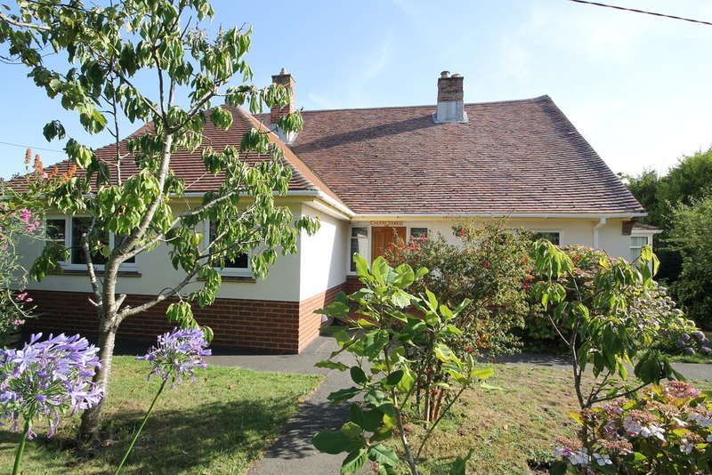 3 Bedrooms Detached Bungalow for sale in Madeira Lane, Freshwater
