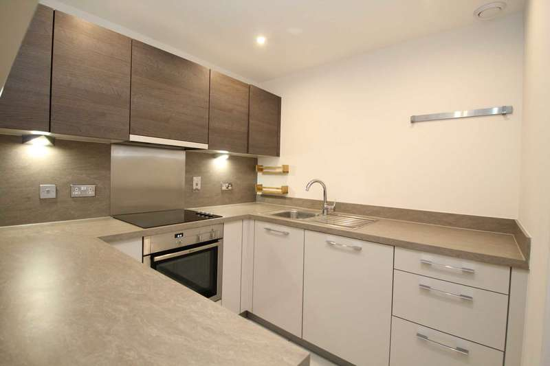 2 Bedrooms Apartment Flat for rent in Town centre apartment