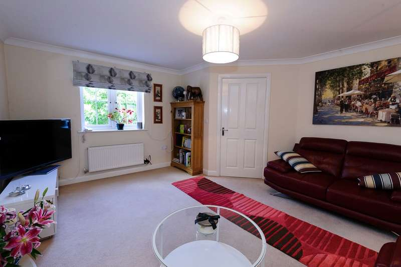 3 Bedrooms Terraced House for rent in Frome Valley Way